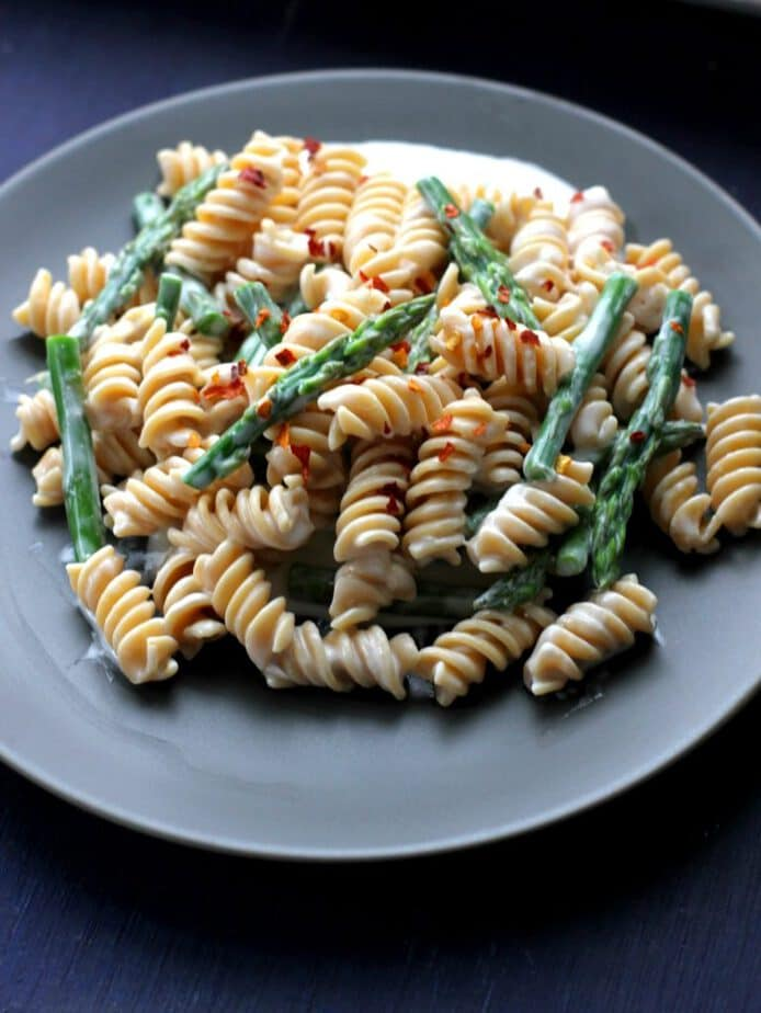 5 ingredient goat cheese pasta with asparagus