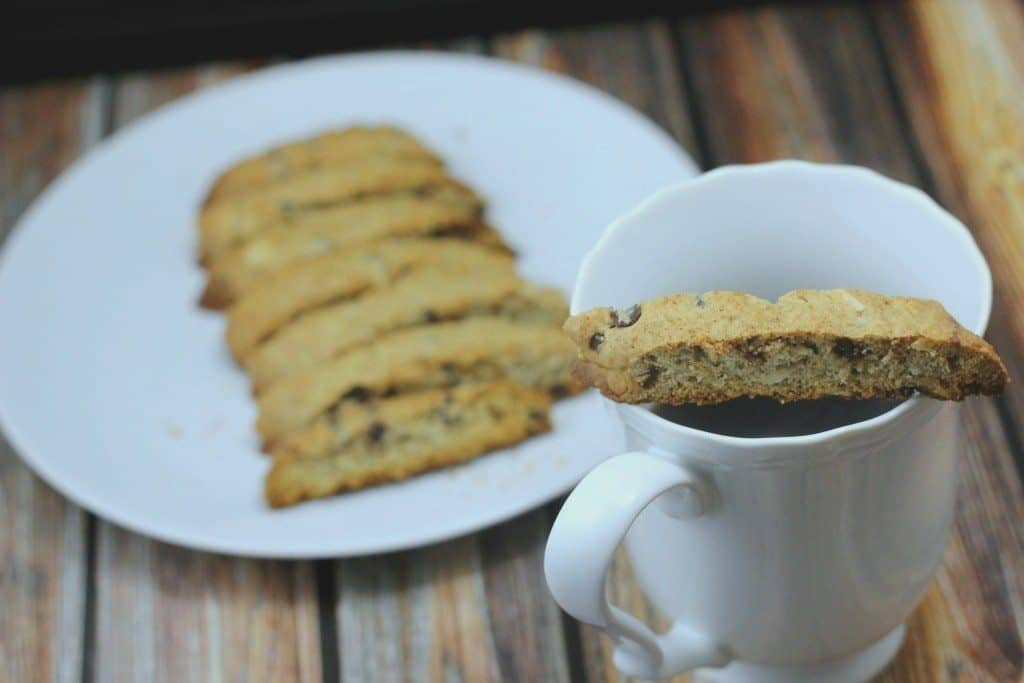 chocolate-chip-biscotti-with-coffee-1024x683