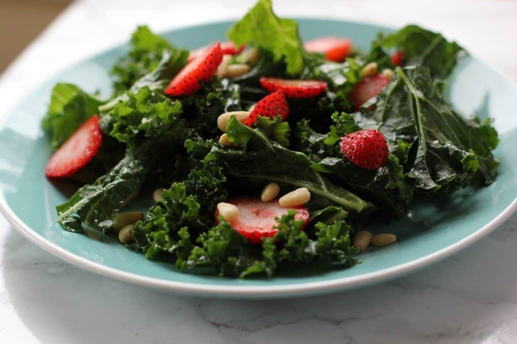 kale salad w berries