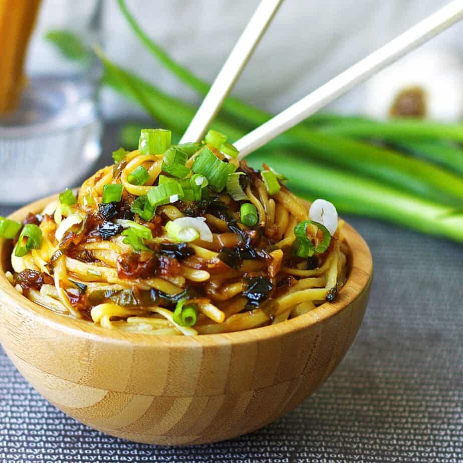Sticky-Garlic-Noodles3-1024x1024