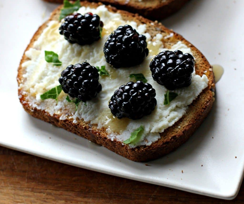 blacberry ricotta toast