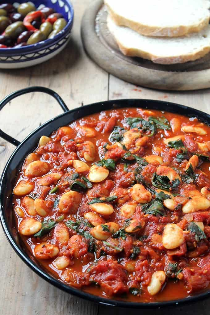 spanish white beans and tomatoes