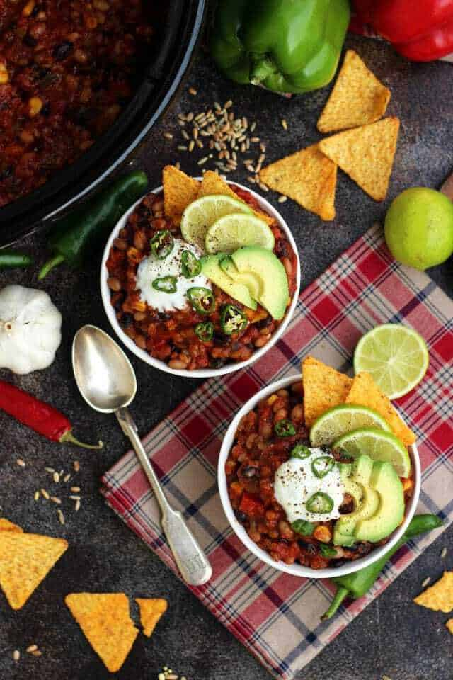 The-Best-Slow-Cooker-Vegan-Chili-Bowls-of-Chili-Flatlay-640x960
