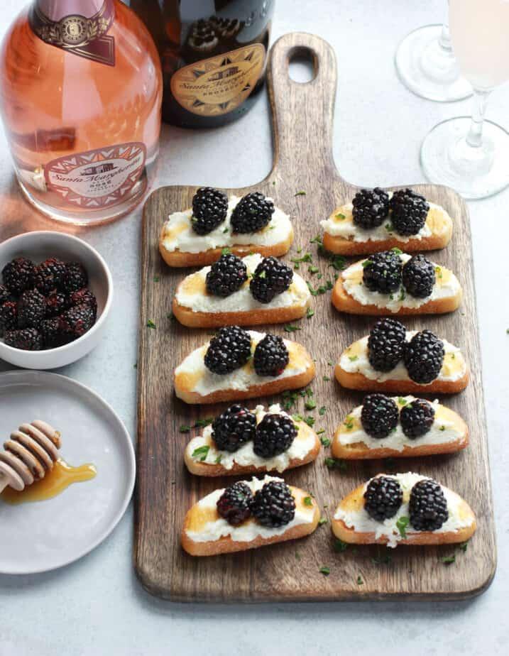 blackberry ricotta crostini