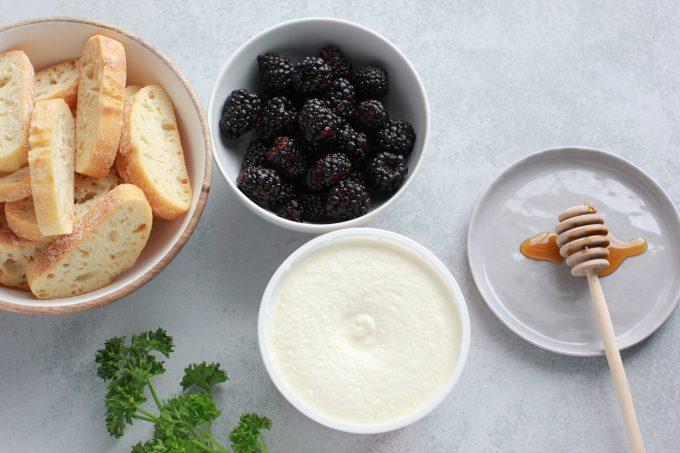 ricotta crostini ingredients