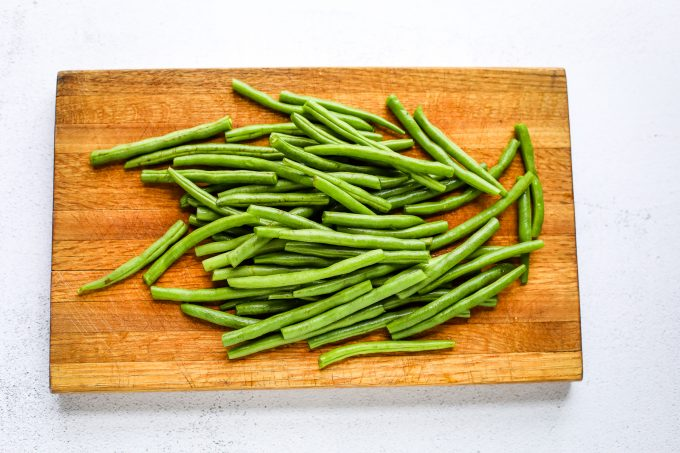 green beans on a cutting board
